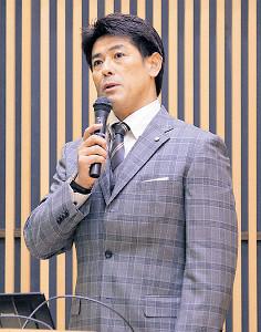 北海道大学内で行われた北海道野球協議会主催「ベースボールセミナー」で講演する稲葉SCO