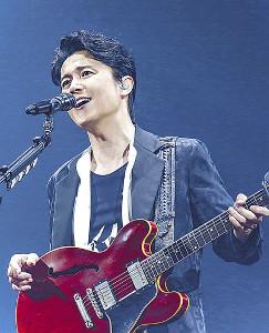 4年ぶりに完売となった男性限定ライブで熱唱する福山雅治