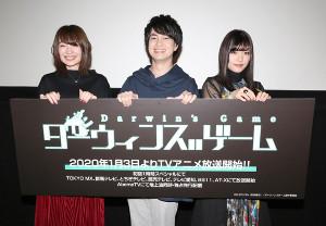 舞台あいさつで笑顔を見せる(左から)上田麗奈、小林裕介、ASCA