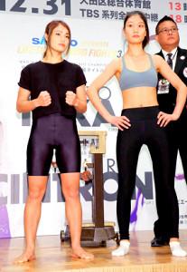 ポーズを決める吉田実代(左)と挑戦者の石麗萍