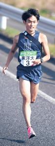11月、全日本大学駅伝で力走する東洋大・西山和弥
