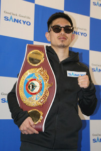 V1から一夜明けて、都内で会見した井岡一翔。2020年はスーパーフライ級最強を目指す(カメラ・田村 龍一)