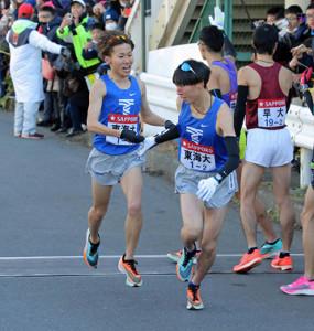 東海大の1区・鬼塚翔太(左)