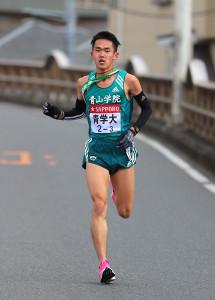 3区を激走する青学大・鈴木塁人
