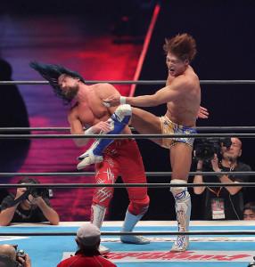 5日のスペシャルシングルマッチでジェイ・ホワイトに強烈なキックをたたき込んだ飯伏幸太