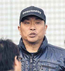 新人合同自主トレを視察した山本昌臨時コーチ