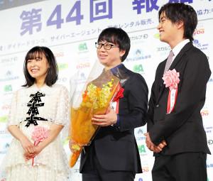 報知映画賞のアニメ作品賞を受賞した新海誠監督