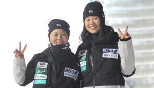 健闘を誓い合う勢藤優花(右)と妹・理桜