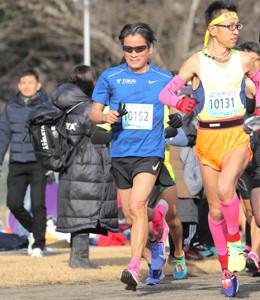 「高根沢町元気あっぷハーフマラソン」10キロ50歳以上の部に出場したる東海大・両角速監督(中)
