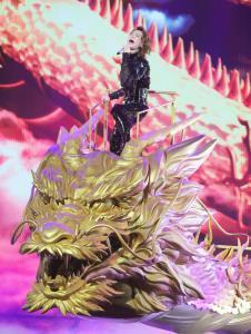 「第70回NHK紅白歌合戦」龍のクレーンに乗って歌う氷川きよし