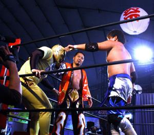 東京ドームで開催された「プロレス戦国時代 群雄割拠」(左からルール・ルル、佐々木貴、杉浦透)