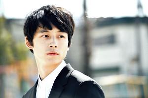 18年に主演した「シグナル」が映画とスペシャルドラマで復活する坂口健太郎