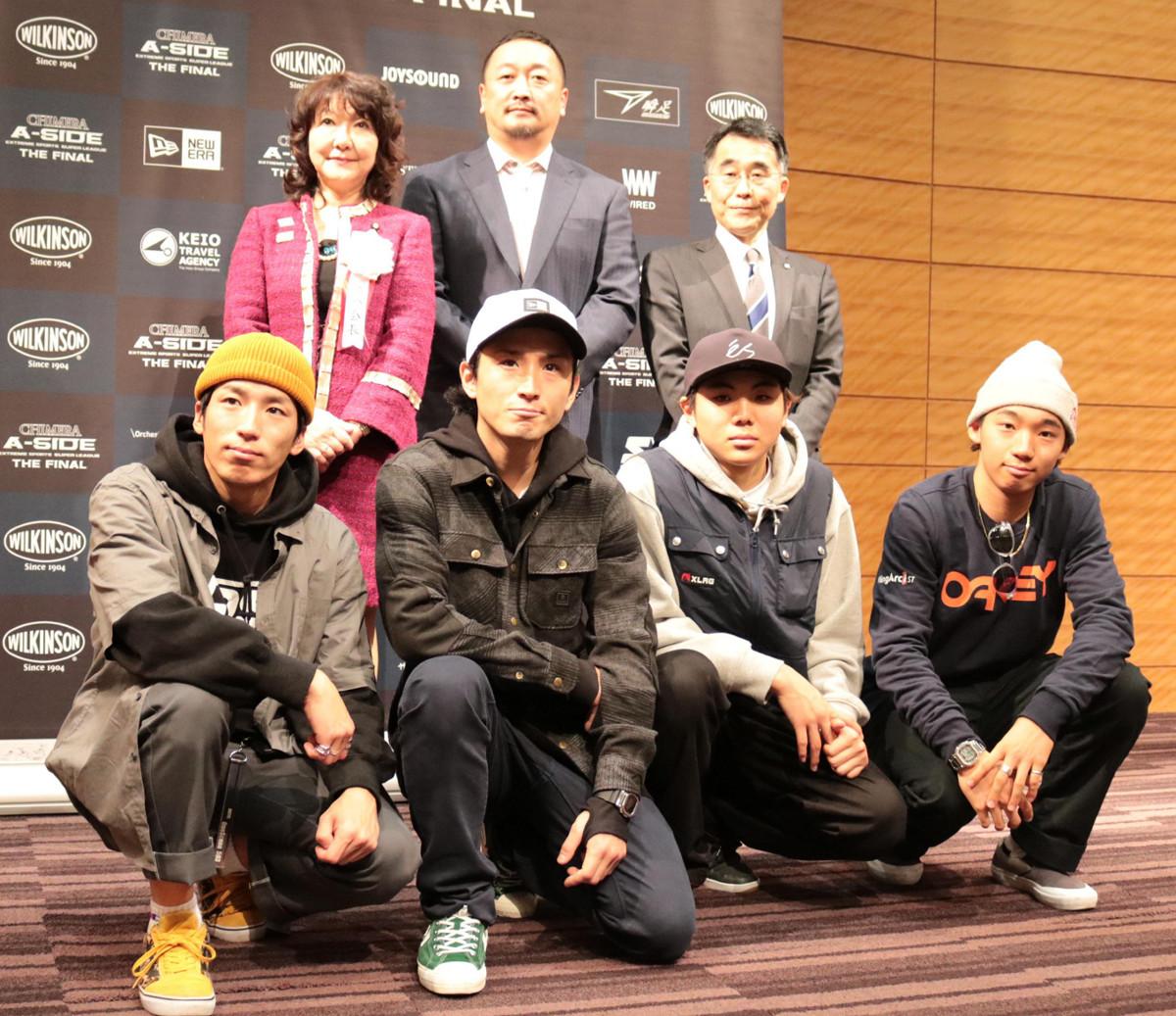 ストリートスポーツ4種目の世界大会の記者会見に出席した中村輪夢(下段右端)