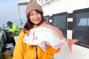 由梨ちゃんが釣った30センチオーバーの大型ハナダイ(源七丸で)