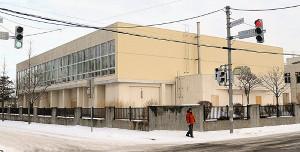 年内使用開始を目指し、間もなくリニューアル工事が始まる旧・上野幌西小体育館
