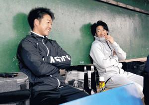 笑顔で対談を行った山本(左)と重信(カメラ・岩下 翔太)