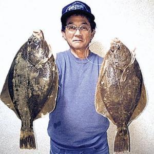 良型イシガレイを釣り上げた南道雄さん