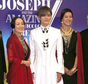 発表会見を行った(左から)シルビア・グラブ、薮宏太、すみれ