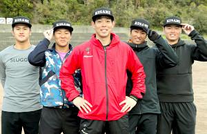 合同自主トレした(左から)阪神・板山、西武・鈴木、レッズ・秋山、ヤクルト・田代、DeNA・細川