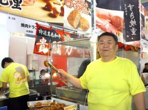 東京ドーム「ふるさと祭り東京2020」に出店している元関脇の貴闘力忠茂氏