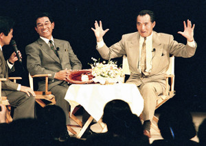 91年11月、中日の監督就任が決まり、長嶋茂雄氏(右)と対談した高木守道さん