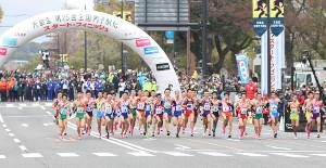 都道府県駅伝1区でスタートする選手たち