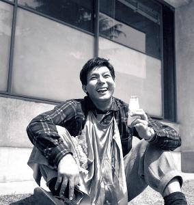 爽やかな笑顔を浮かべる宍戸錠さん(65年)