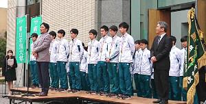 第96回箱根駅伝で2年ぶり5度目の優勝を果たした青学大は練習拠点の相模原キャンパスで報告会を行い、原晋監督があいさつした