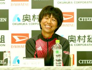 大阪国際女子マラソンの招待選手会見に出席した福士加代子は終始笑顔