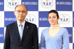 三浦副理事長(左)とミシェル騎手
