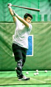 名護での先乗りキャンプで打撃練習を行う日本ハム・近藤