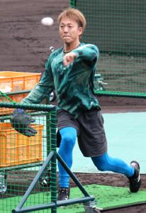 名護での先乗り自主トレで打撃投手を務めた日本ハム・宮西(カメラ・小島 和之)