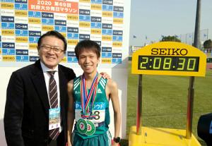 日本学生歴代2位の好記録で日本人トップの3位になった青学大・吉田祐也(右)は瀬古利彦さんに改めて競技続行を薦められた