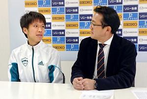 会見した吉田祐也(左)と瀬古利彦リーダー