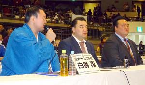 白鵬杯に出席した(左から)白鵬、元横綱・日馬富士、荒磯親方
