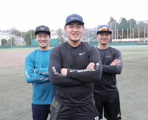 1月の自主トレを岸田(左)、吉川(右)と共に行った岡本