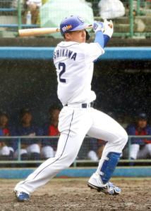 3回1死三塁、石川昂弥が右線適時二塁打を放つ