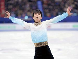 男子SPで世界最高点の演技を見せ首位に立った羽生(カメラ・矢口 亨)