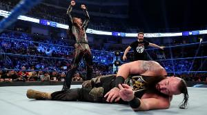ストローマンを襲撃した中邑真輔(C)2020 WWE, Inc. All Rights Reserved.