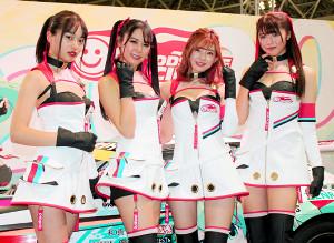 この日お披露目されたレーシングミクサポーターズの(左から)青山明日香さん、荒井つかささん、宮越愛恵さん、月愛きららさん
