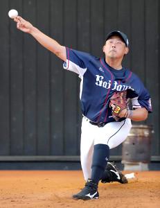 ブルペンで力の入った投球練習を行う松坂(カメラ・石田 順平)