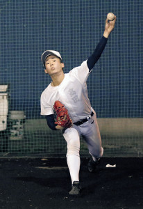 ブルペンで力強いボールを投げ込む高田(カメラ・武藤 瑞基)