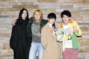 ロックバンドのメンバーを演じる(左から)栗原類、藤井流星、神山智洋、吉田健悟