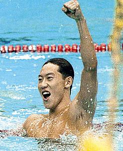 100メートル背泳ぎで金メダルを獲得した鈴木大地