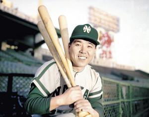 1965年11月、3冠王を獲得し、カレンダー撮影で笑顔を見せる野村さん