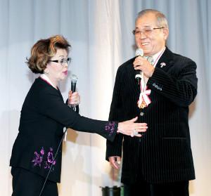 沙知代さん(左)と野村克也さん