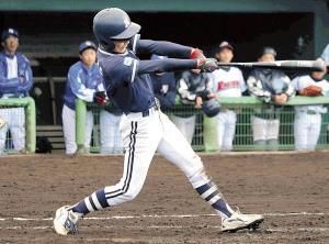 3回に適時三塁打を放つなど舞鶴・奥野がチームを引っ張った