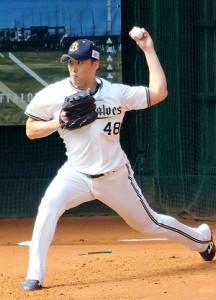 宮崎キャンプでブルペン投球を行った斎藤