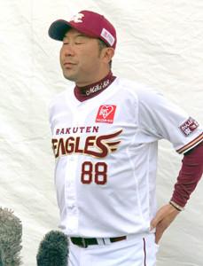 野村氏の訃報を受け、悲痛な面持ちで取材に応じた三木監督
