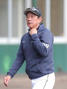2軍キャンプを視察した日本ハム・栗山監督